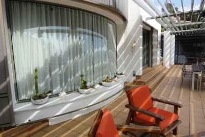 Великолепная вилла с отдельным домом для прислуги и бассейном на первой линии моря на побережье Коста Брава